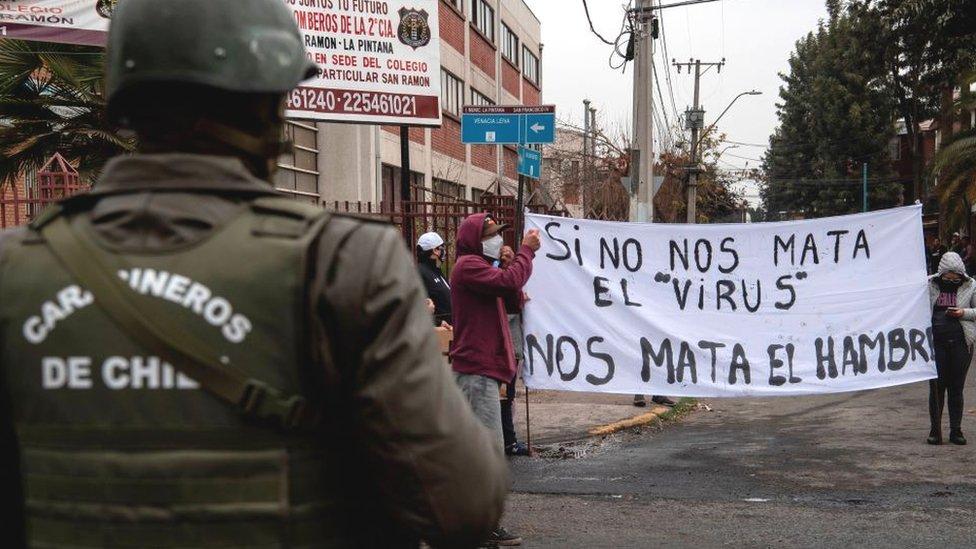 Manifestación en Santiago durante la pandemia.
