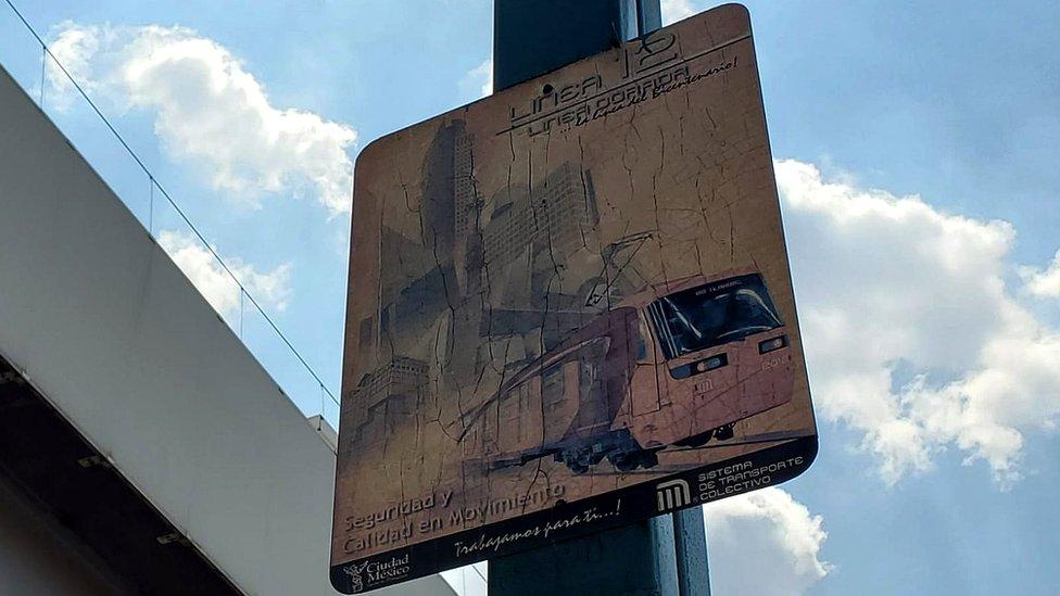 Cartel de línea 12 del metro