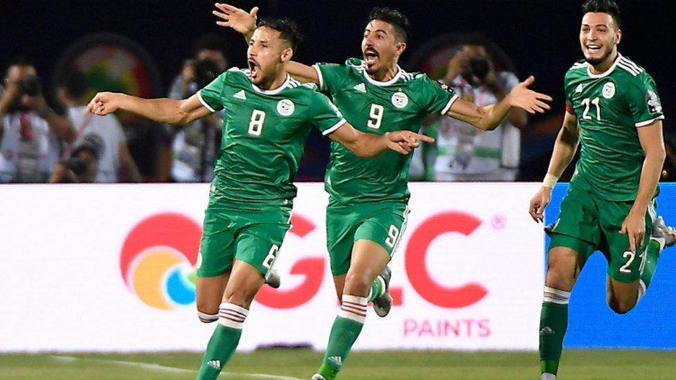 لاعبون من منتخب الجزائر