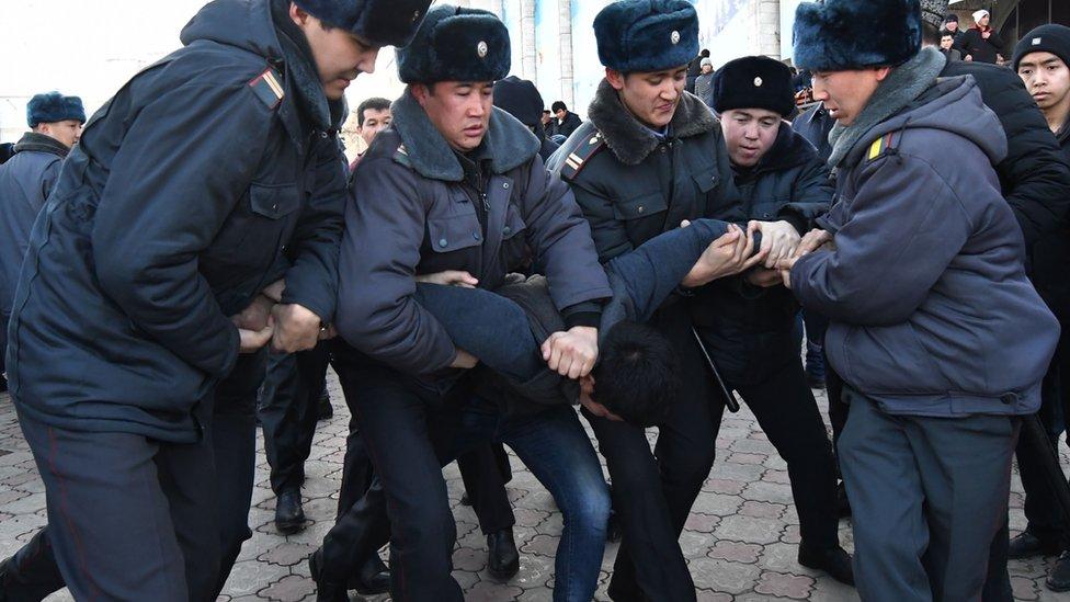 法新社報道,當地警方在示威期間拘捕21人。