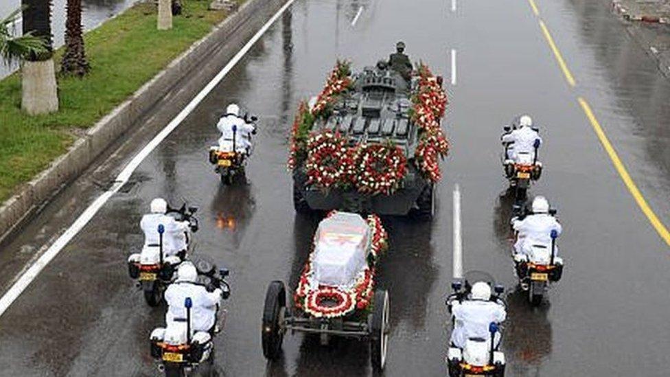 أقيمت مراسم جنازة رسمية للرئيس الجزائري الراحل أحمد بن بلة