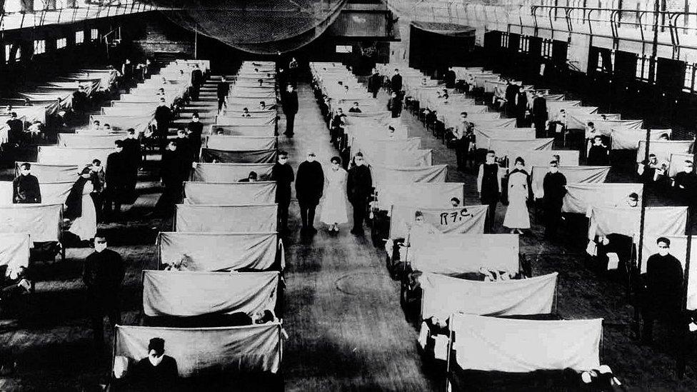 Durante la epidemia de la influenza de 1918, tuvieron que adecuar bodegas para mantener a las personas infectadas en cuarentena.