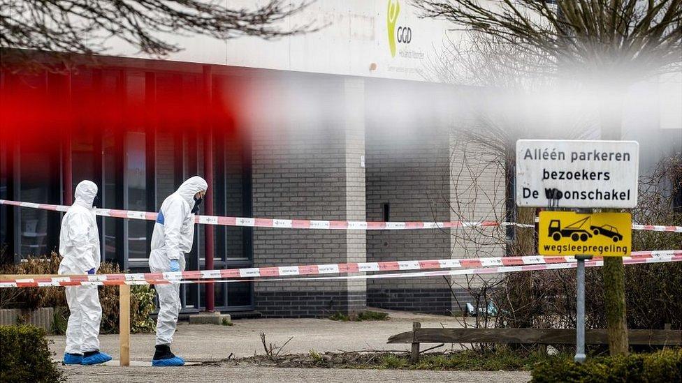 Коронавирус в мире: взрыв у центра тестирования в Нидерландах и отмена масок в Техасе
