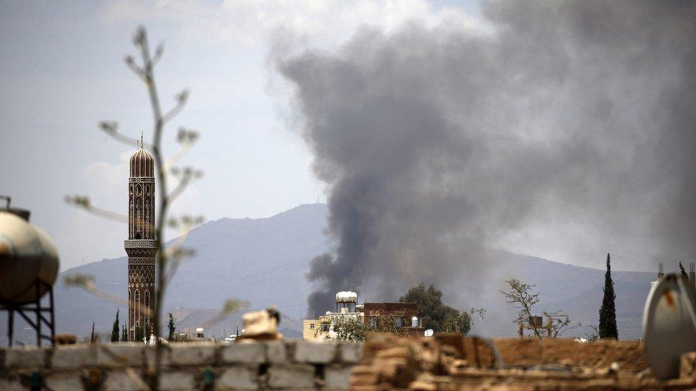 Arabia Saudita y otros países árabes llevan a cabo bombardeos sobre Yemen para devolver al presidente Hadi al poder.