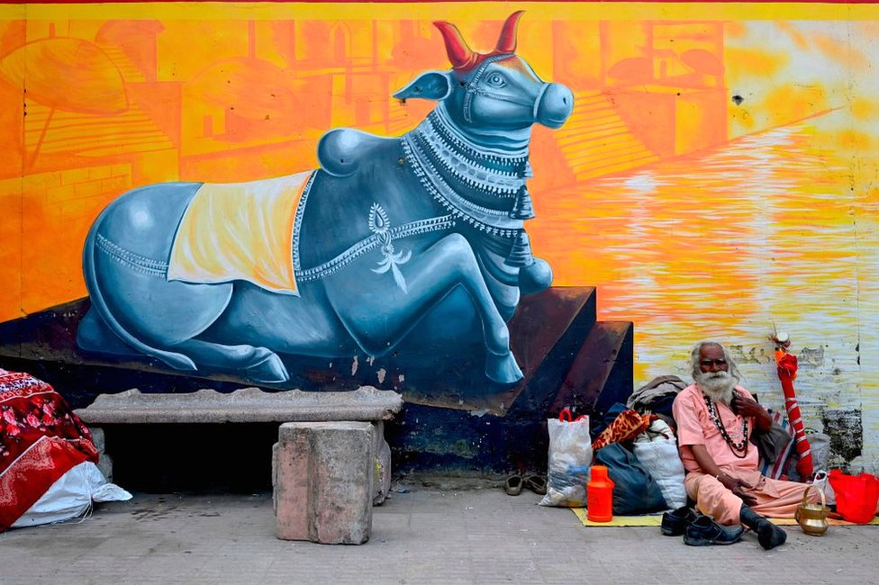 India's Kumbh Mela festival begins amid Covid concerns thumbnail