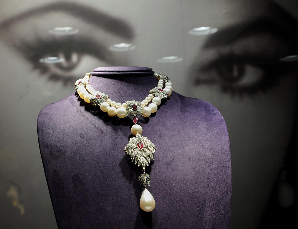 El collar con La Peregrina, cuando fue subastado en 2011