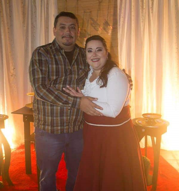 Felipe Garcia abraçado à irmã, Ana Claudia