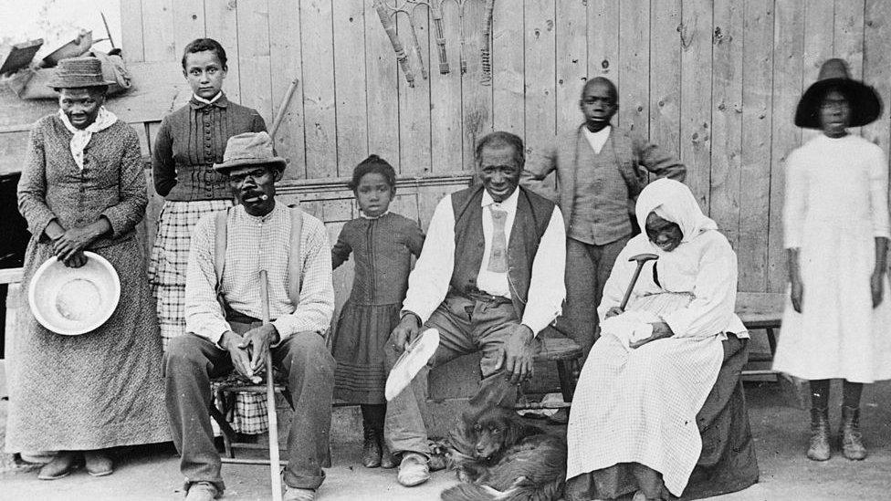 Harriet Tubman con algunos de los esclavos que ayudó a liberar.