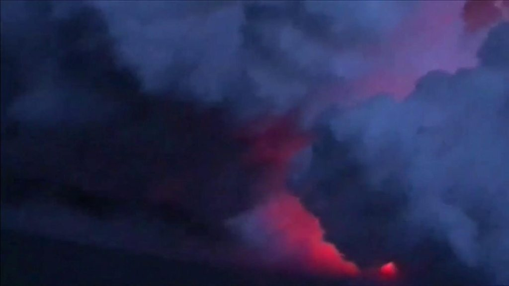 The moment flying lava struck a tour boat in Hawaii