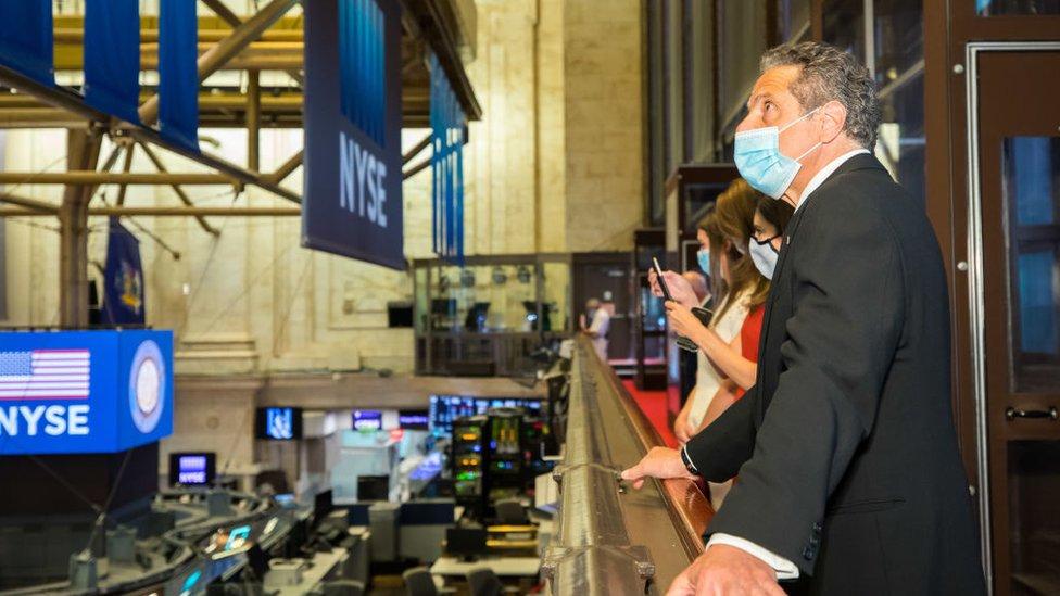 El gobernador de Nueva York, Andrew Cuomo, en la bolsa de Nueva York
