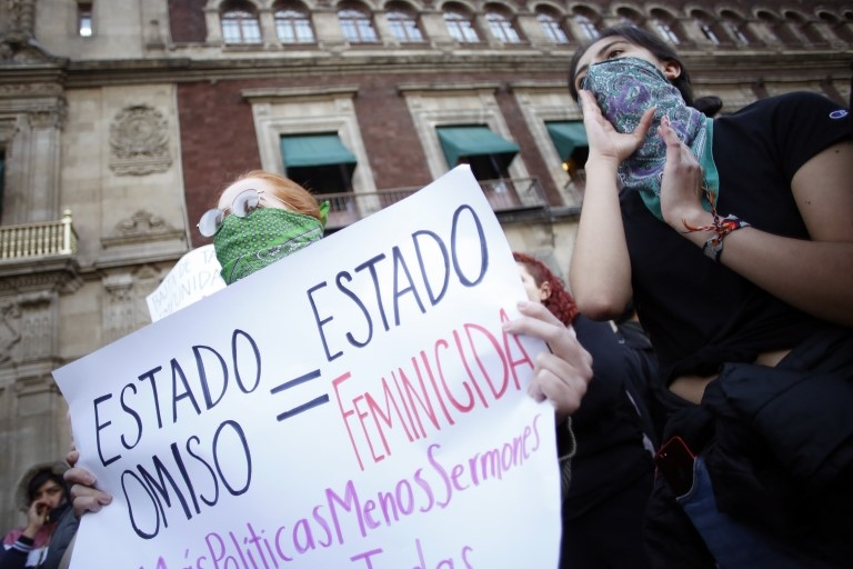 Mujeres protestan contra los feminicidios