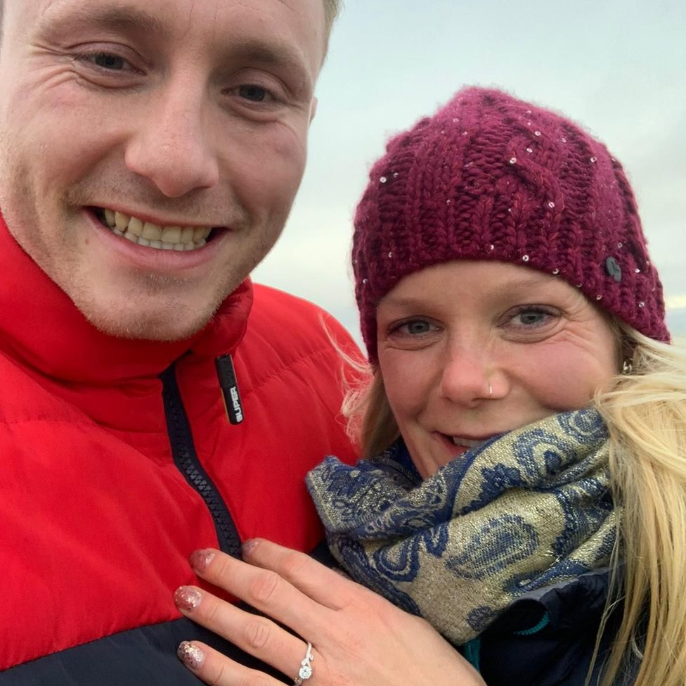 Mam Tor Christmas marriage proposal photographed by chance thumbnail