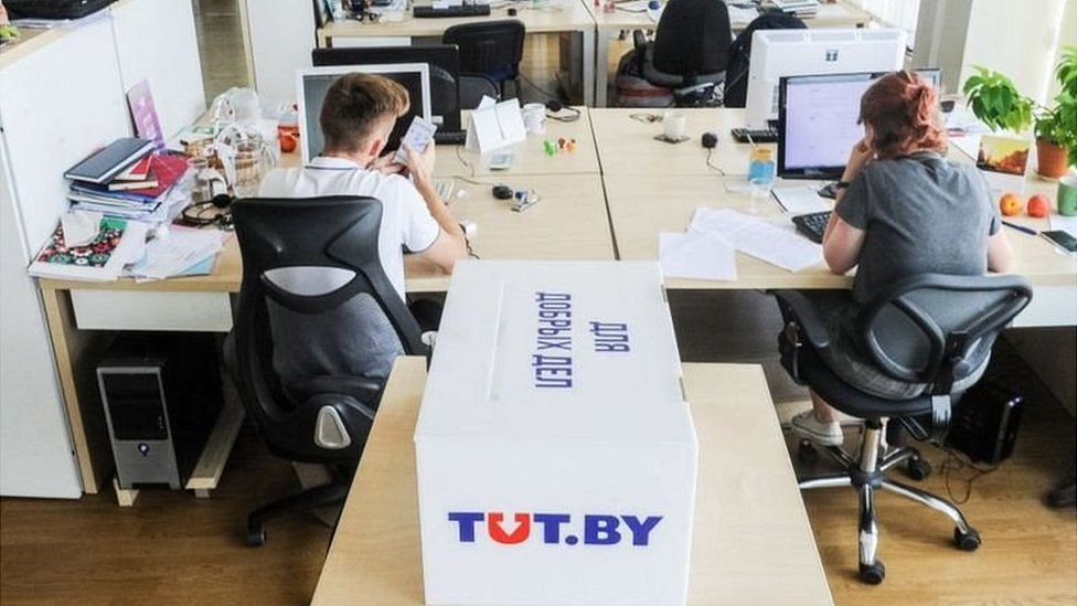 На сайт tut.by в Беларуси завели уголовное дело. Сайт заблокирован, 13 сотрудников задержаны