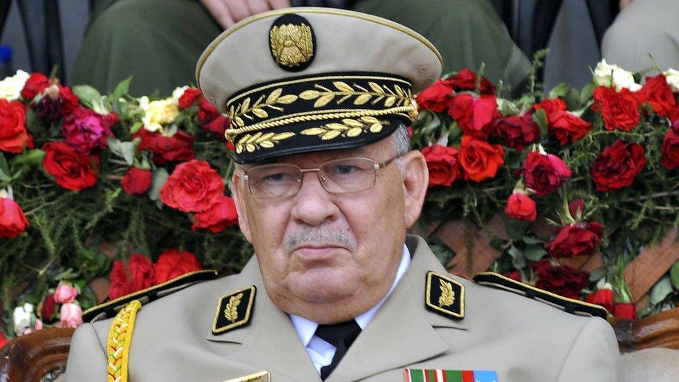 دعا قايد صالح إلى أعلان شغور منصب الرئيس
