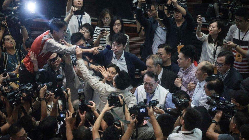 香港的本土派認為透過立法會等機關,已經不能推動香港的民主運動。