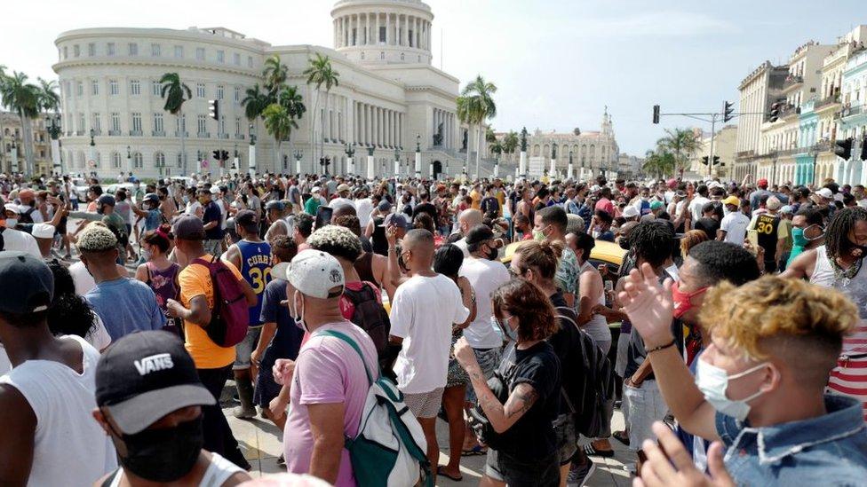 Gente en las protestas