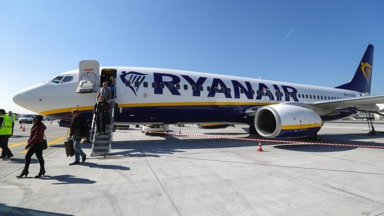 Ryanair reports soaring profits but warns of headwinds