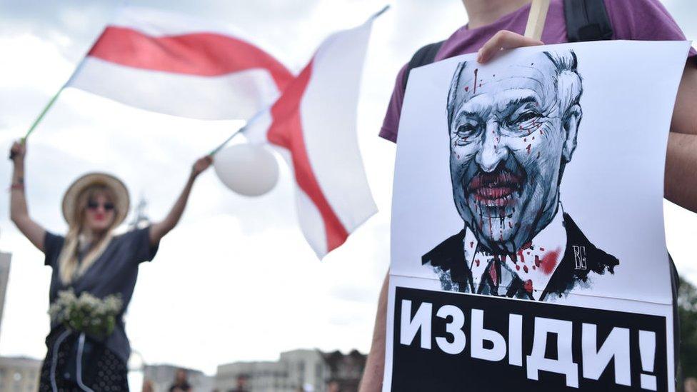 Беларусь. Главное за пятницу. Освобождение задержанных, марш рабочих и призывы Лукашенко