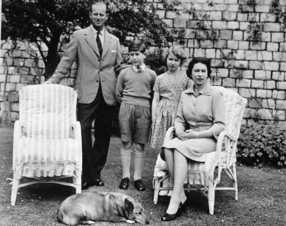 Elizabeta Druga i Vojvoda od Edingurga sa princom Čarlsom i princezom Anom