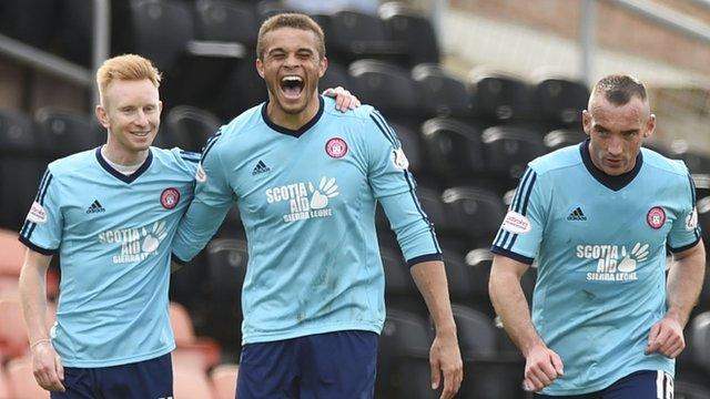Carlton Morris (centre) celebrates with his teammates