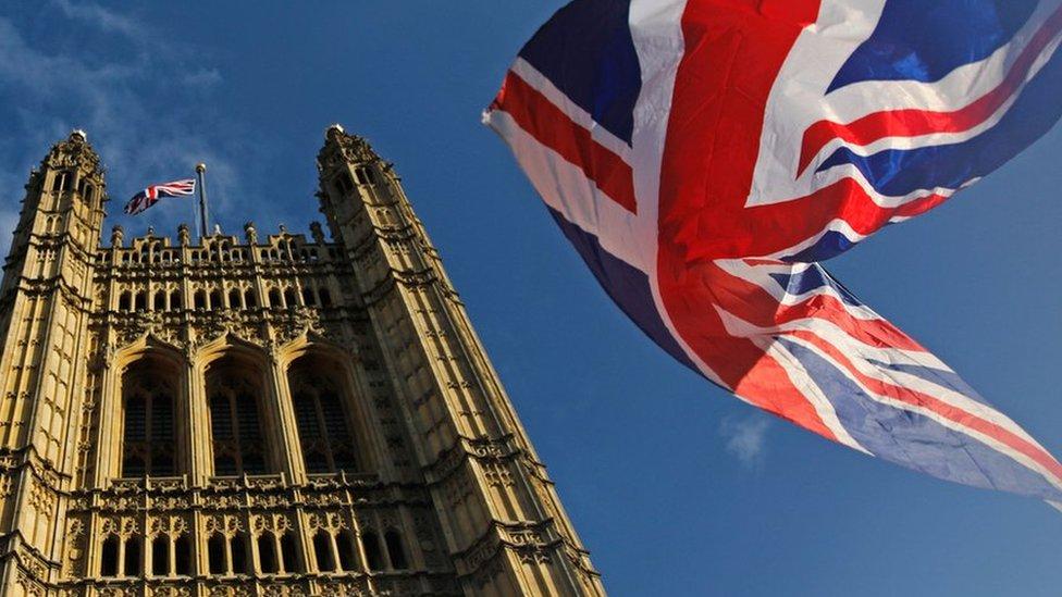 Дайджест: выборы в Британии, журналисты за решеткой, сделка Вайнштейна