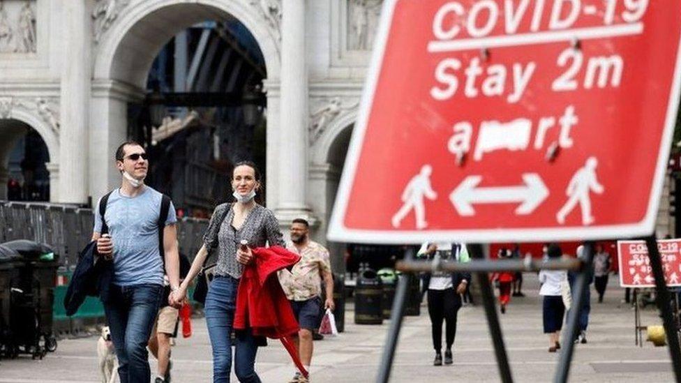 Отмена локдауна в Англии откладывается, число пациентов с ковидом в реанимациях растет