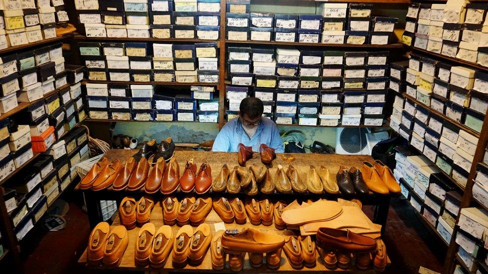 Cada zapato que se hace en Correa está hecho a la medida y requerimientos del cliente. Cuestan hasta US$500.