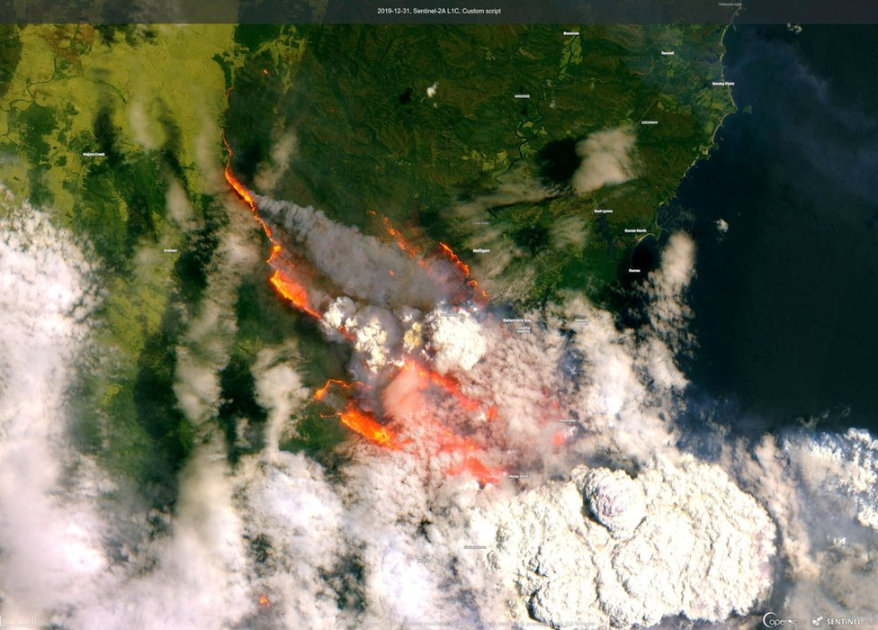 A satellite image of Batemans Bay showing bushfires