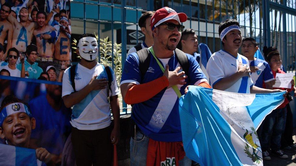 Aficionados de Guatemala se manifestaron en marzo para que la FIFA levante la suspensión a sus selecciones.