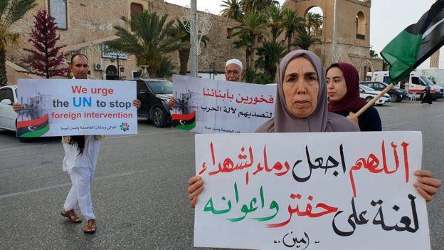 بعض أنصار حكومة الوفاق يحتجون على حملة حفتر