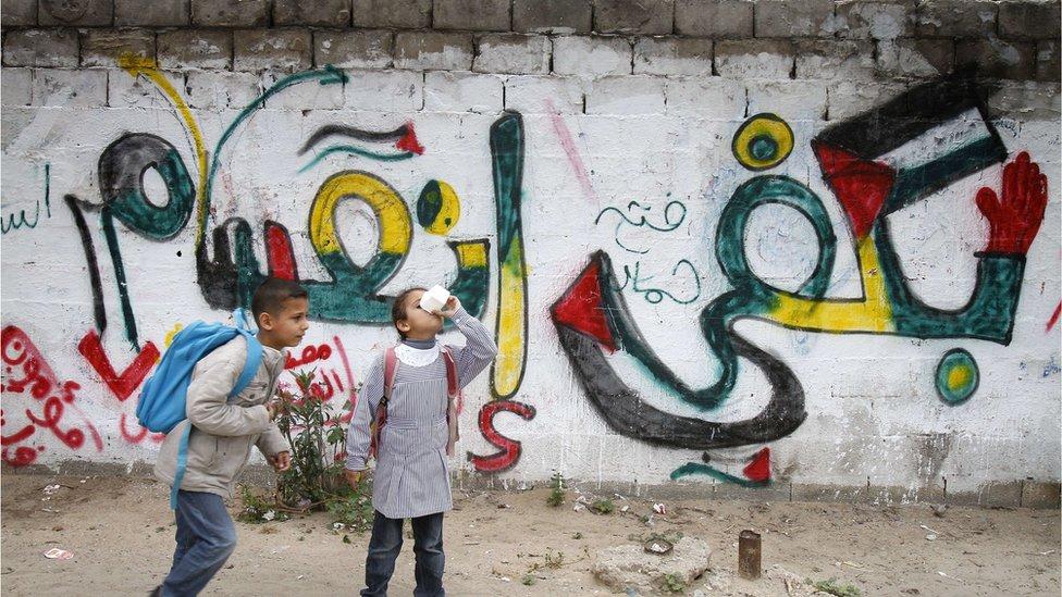 طفلان في مدينة غزة