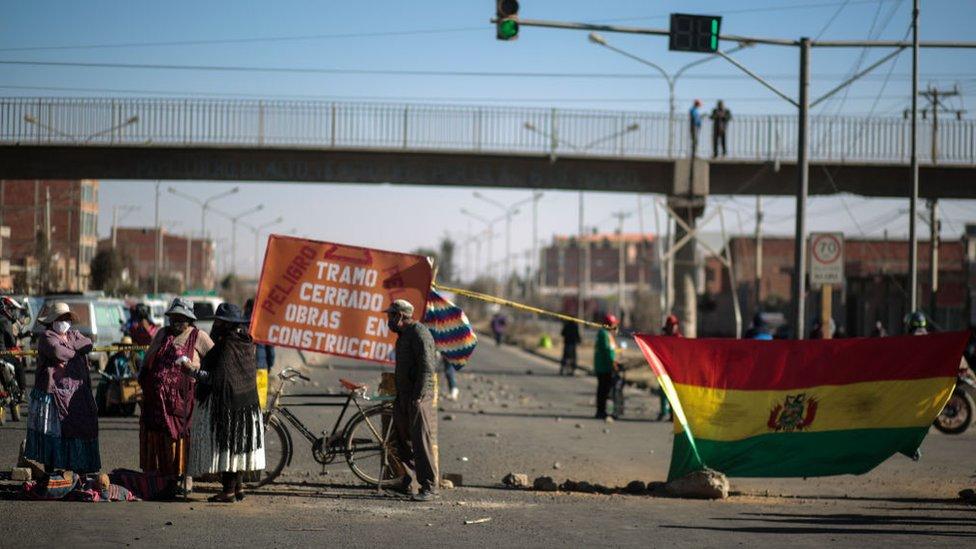 Proesta en El Alto, Bolivia contra la postergación de las elecciones presidenciales.