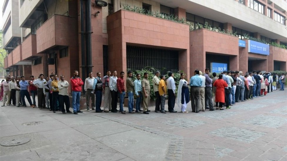 Indian people queue outside the Reserve Bank of India to deposit and exchange 500 and 1000 currency notes, in New Delhi on November 10, 2016