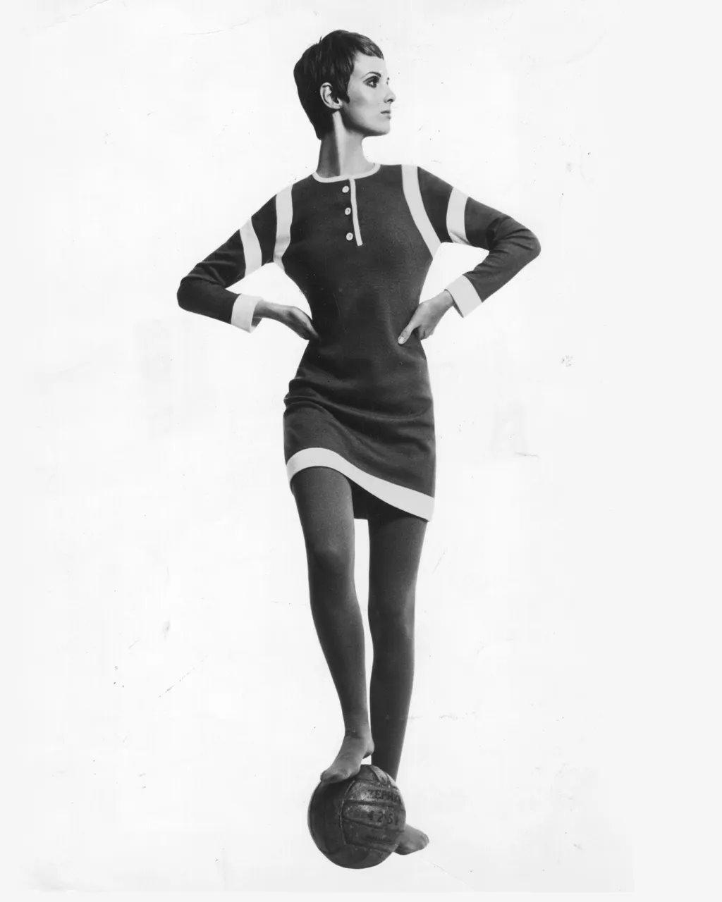 الفساتين القصيرة موضة الستينات