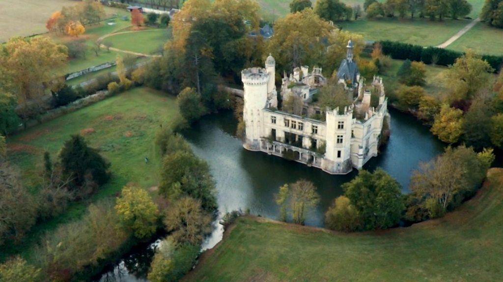 The French chateaux you part own for €50