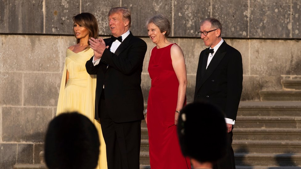 Melania y Donald Trump; y Theresa y Philip May.