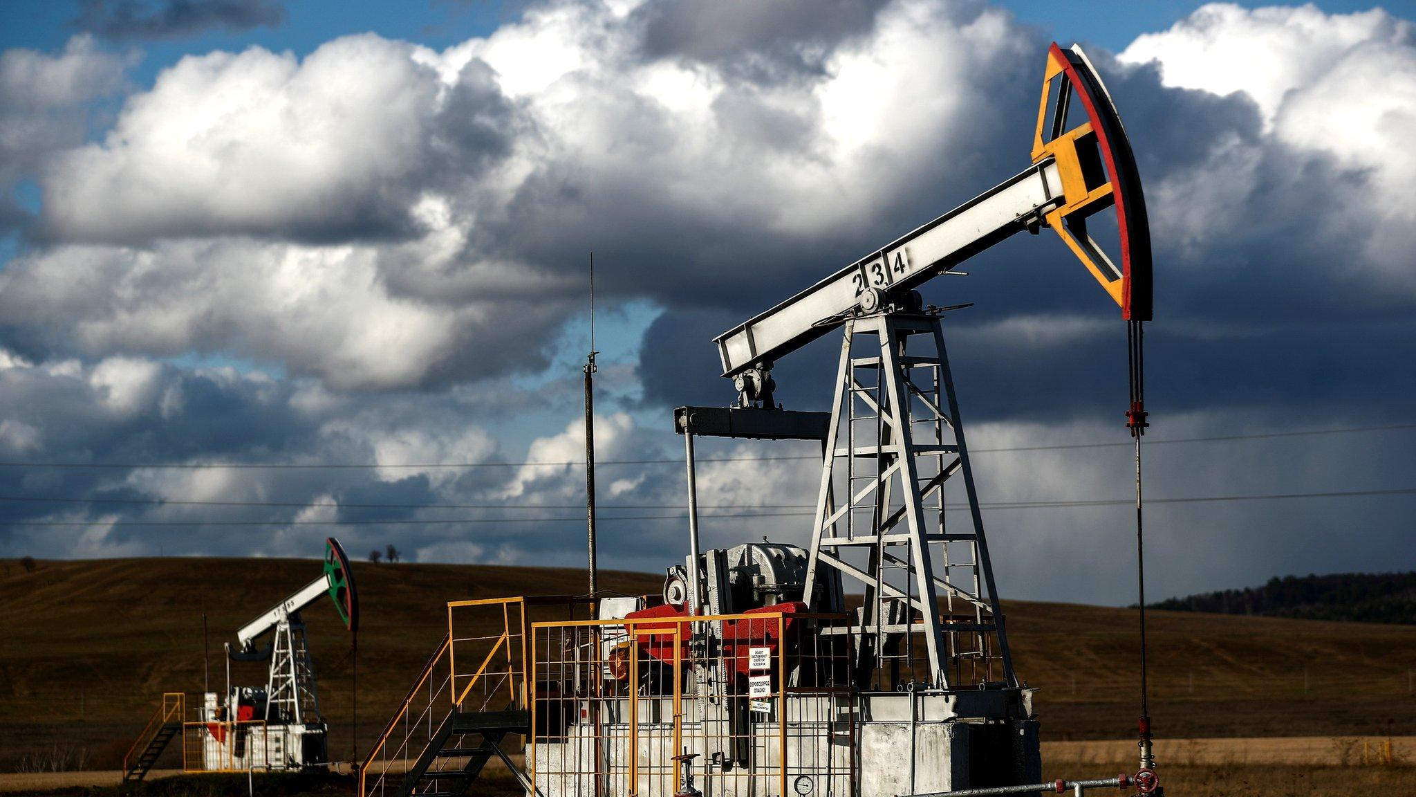 Нефть и рубль вновь падают. Почему это происходит?