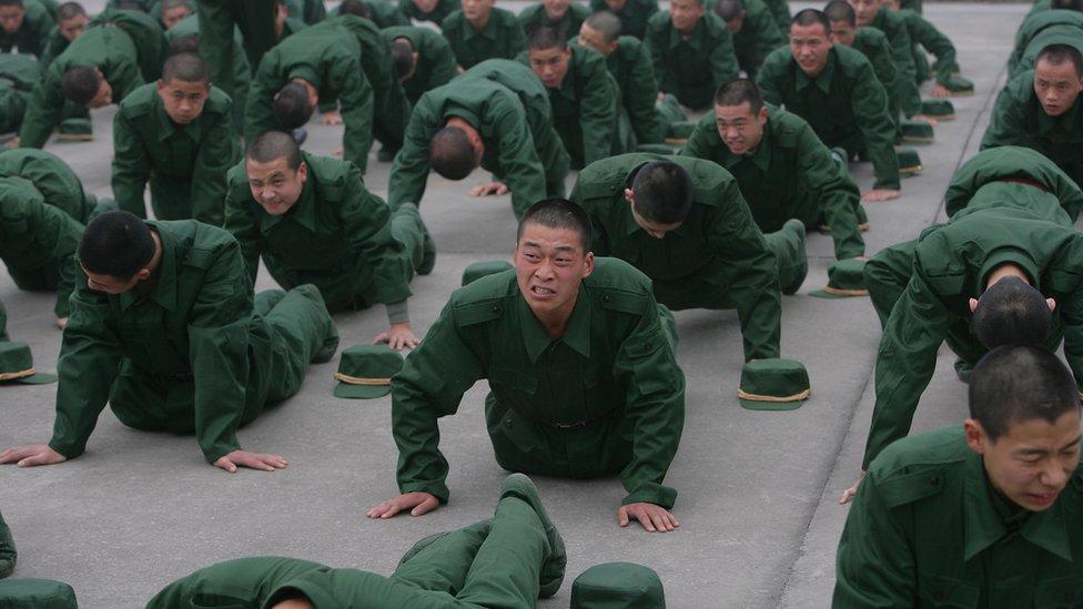 أحد اختبارات الالتحاق بالجيش الصيني