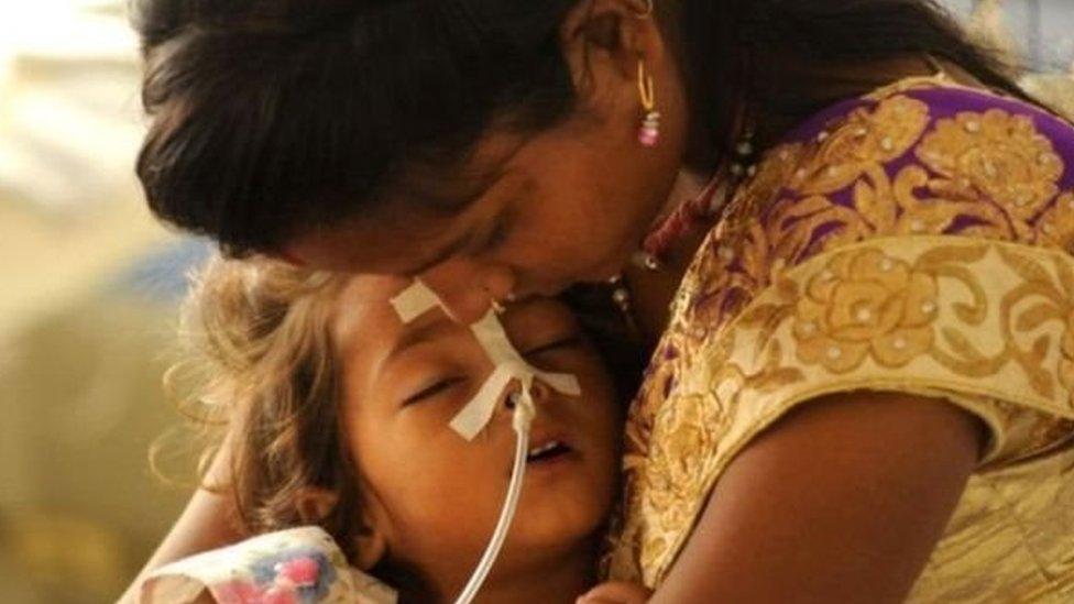 मुज़फ़्फ़रपुरः बच्चों को बचाने में सिस्टम फेल, अब बारिश से उम्मीद