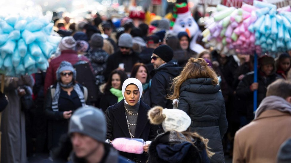 Savremena društva su multikulturalna gde sledbenici mnogih vera žive jedni uz druge
