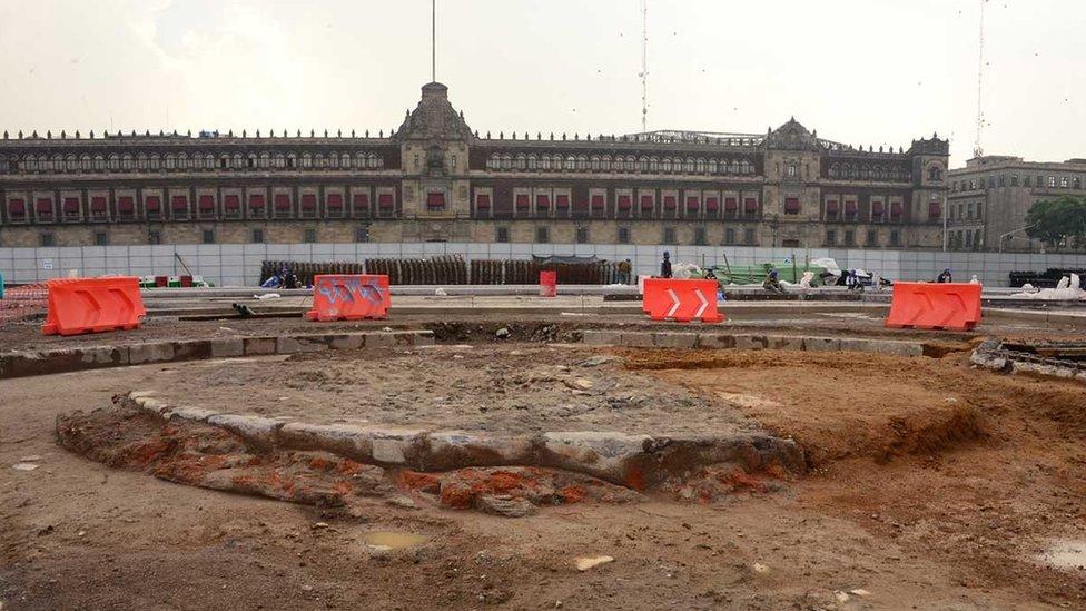 El Zócalo del monumento proyectado en 1843 descubierto en 2017