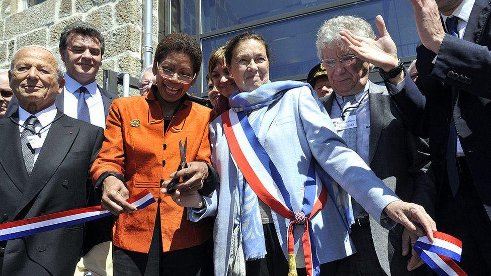 من افتتاح القرية موقع تذكاري لتكريم جهود المقاومة عام 2013
