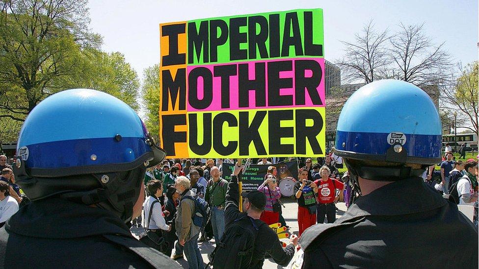 Una crítica frecuente en contra del FMI le presenta como un instrumento de la política exterior de EE.UU.