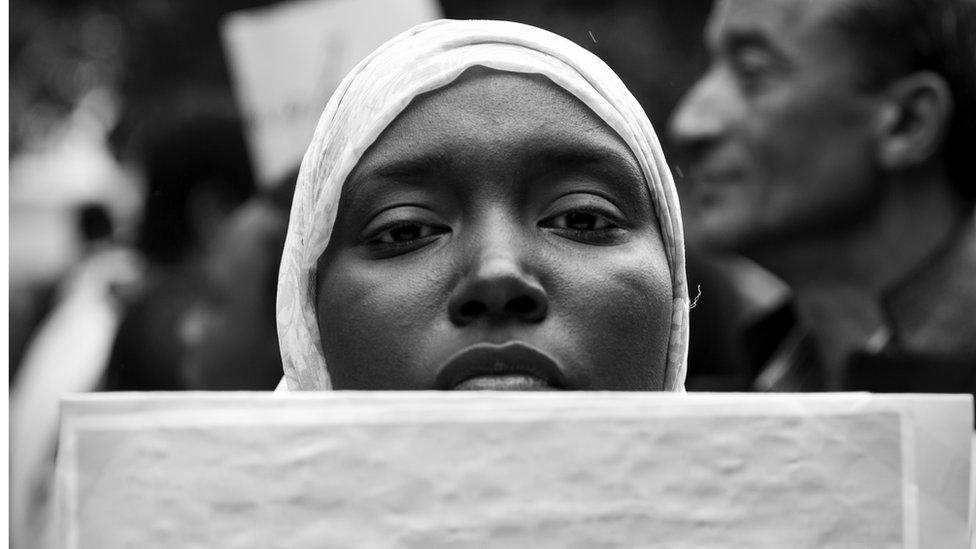 من مظاهرة ضد التمييز شهدتها تونس أول مايو عام 2013