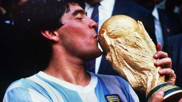 Диего Марадона: футбольный гений, великий и несовершенный