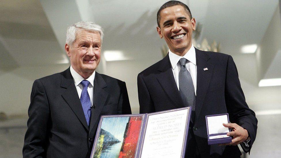 أوباما يتسلم جائزة نوبل