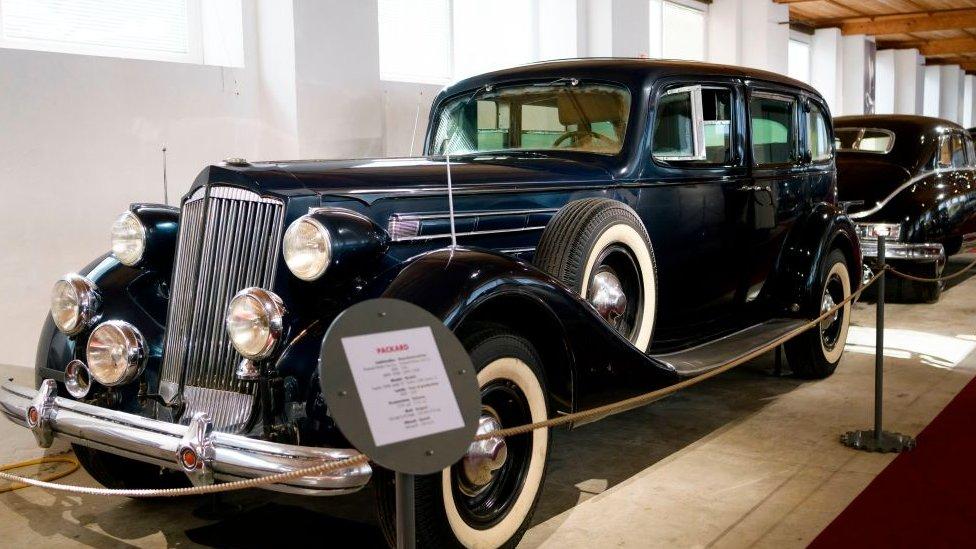 Un auto Packard en exhibición