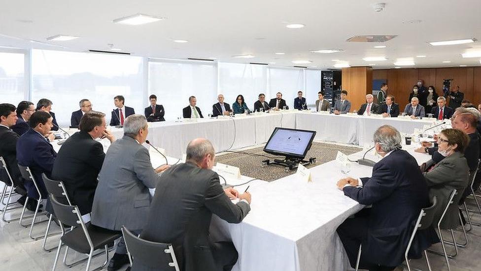 Nas quase 2h de reunião sobre pandemia, Bolsonaro e ministros falam de coronavírus por 19 minutos
