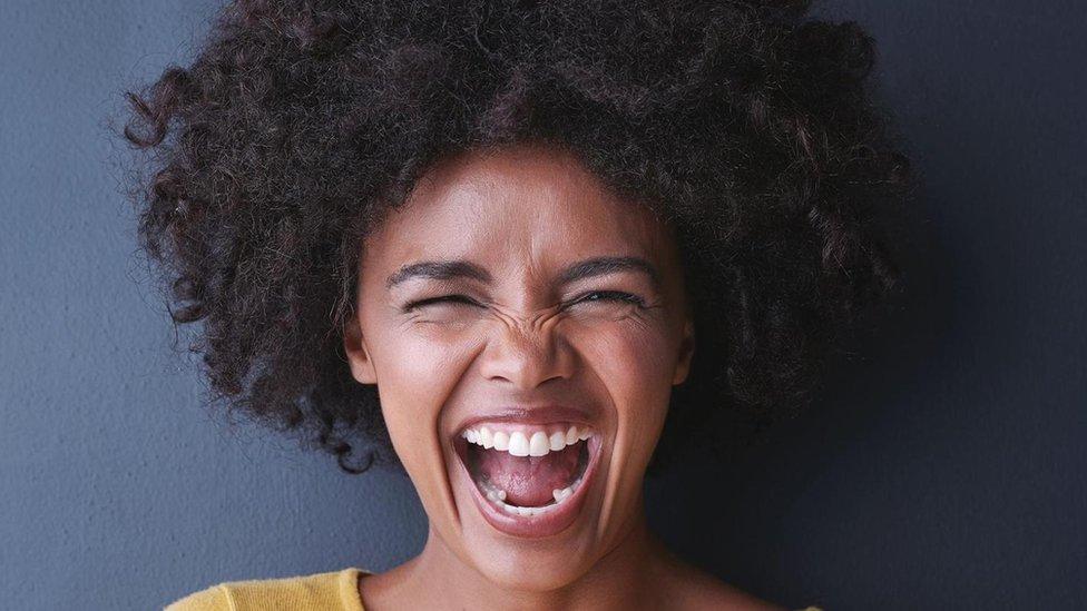 Al ver una foto de una persona sonriendo solo una pequeña parte de los habitantes de las islas Trobriand dijo que la persona estaba feliz.