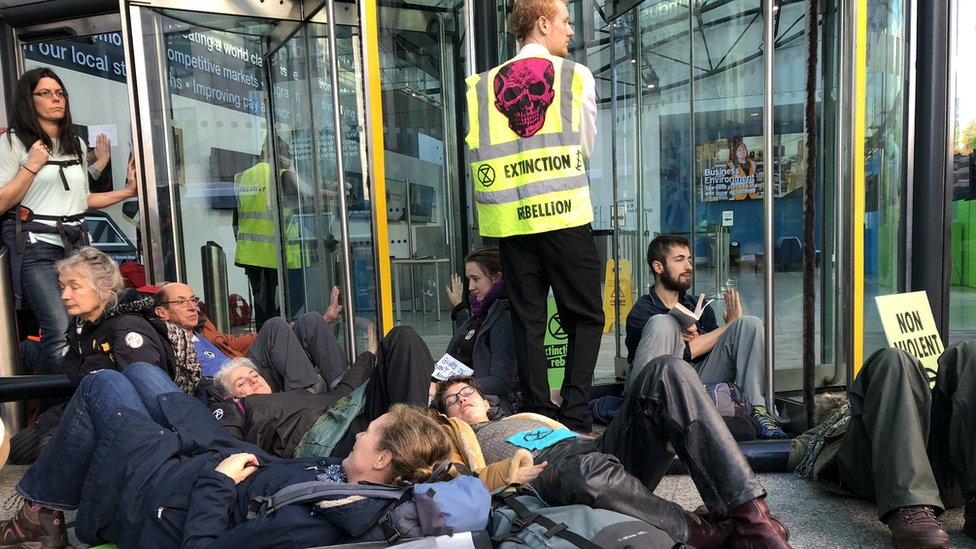 Climate change protests leads to '22 arrests' over blockade